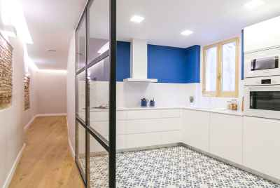 Apartment with designer renovation in historiccentreof Barcelona